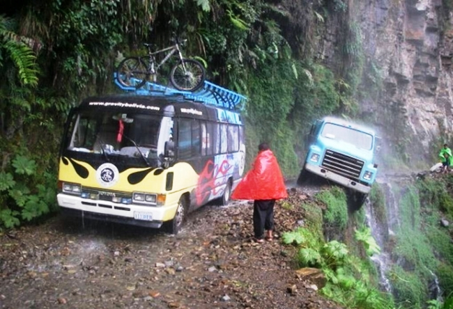 Road deaths in Bolivia is a huge slope North Yungas Road 2