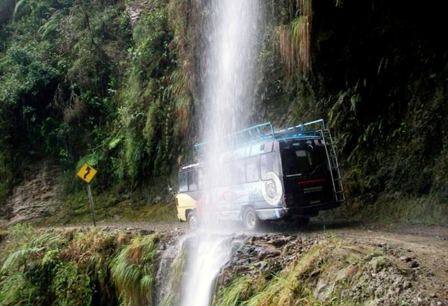 Road deaths in Bolivia is a huge slope North Yungas Road 4