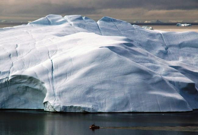 Underwater Mendenhall Glacier in Alaska 2