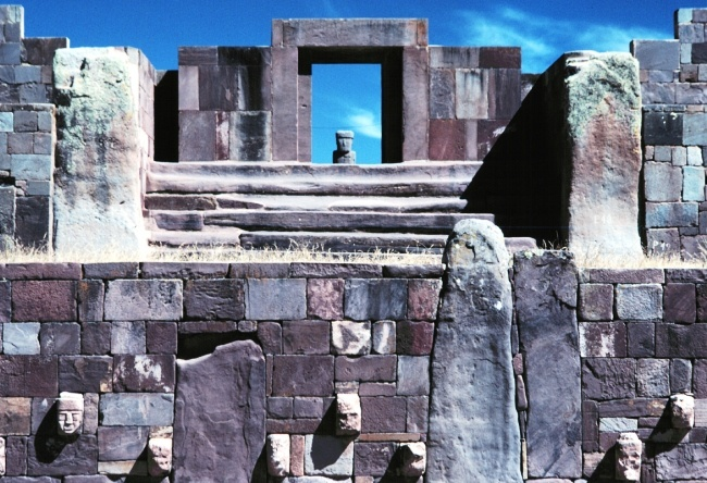 The city of Tiwanaku on the border of Peru 3