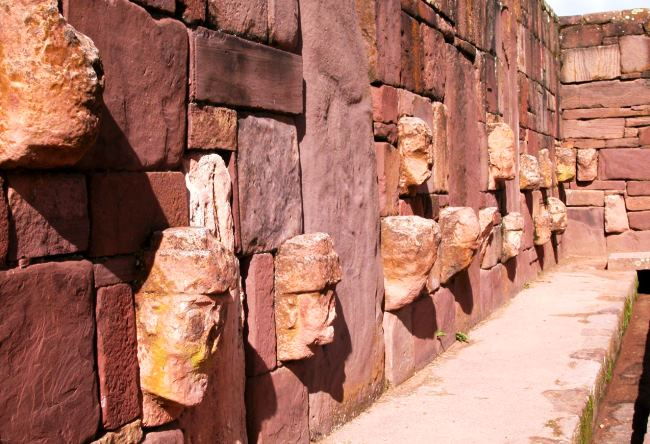 The city of Tiwanaku on the border of Peru 4