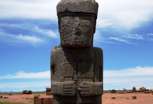 The city of Tiwanaku on the border of Peru 5