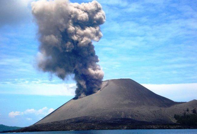 Stratovolcano Krakatau 3