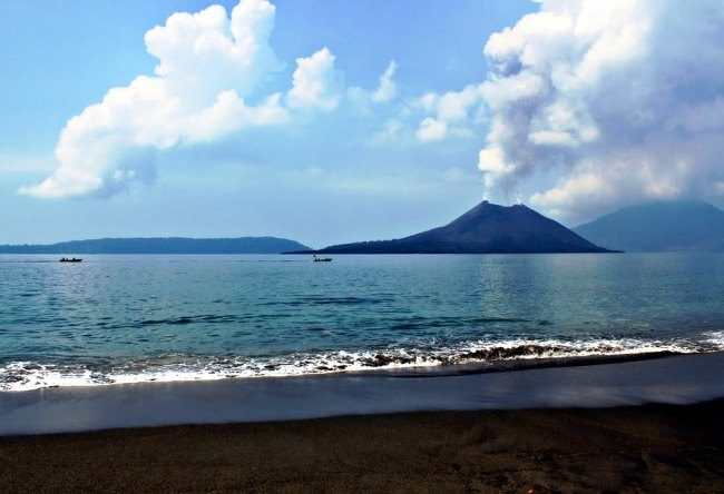 Stratovolcano Krakatau 5