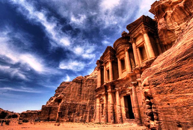 Каменный оазис посередине Аравийской пустыни 4