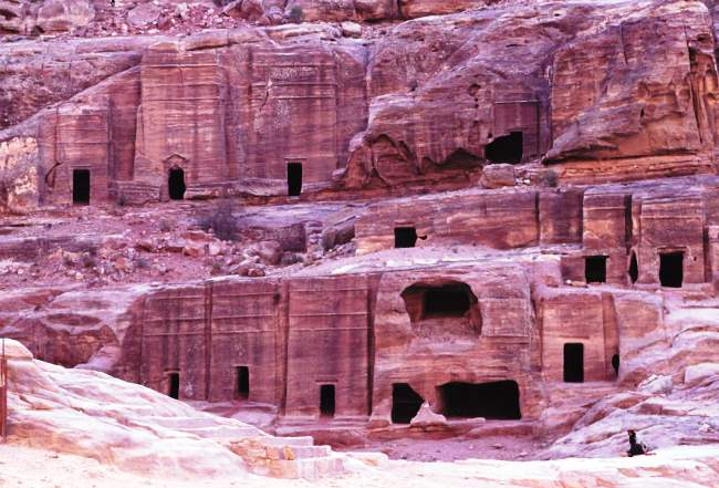 Каменный оазис посередине Аравийской пустыни 5