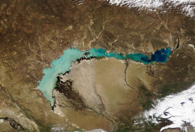 Невероятное двойное озеро Балхаш в Казахстане