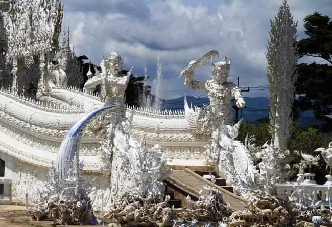 Белый храм Wat Rong Khum 2 1521.аз