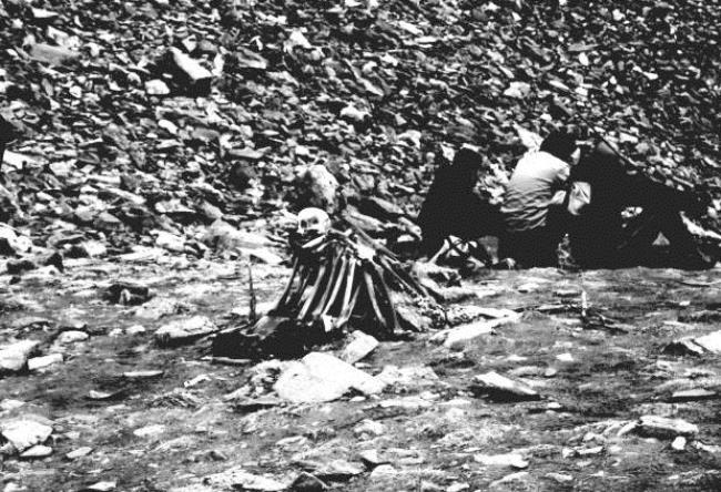 Озеро скелетов Роопкунд в Гималаях 5