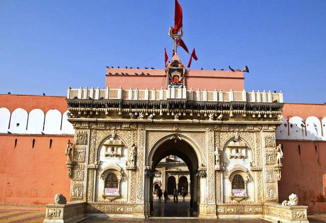 Храм Карни Мата в  Деншок обожествляющий крыс 2