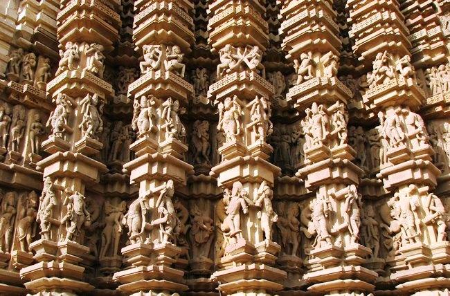 Храмы Кхаджурахо с эротическими скульптурами