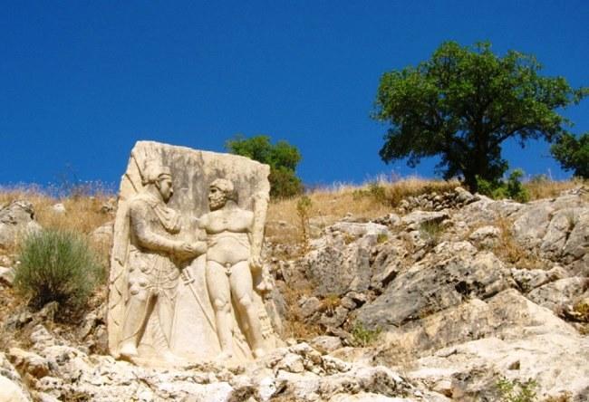 Царское захоронение на горе Немрут