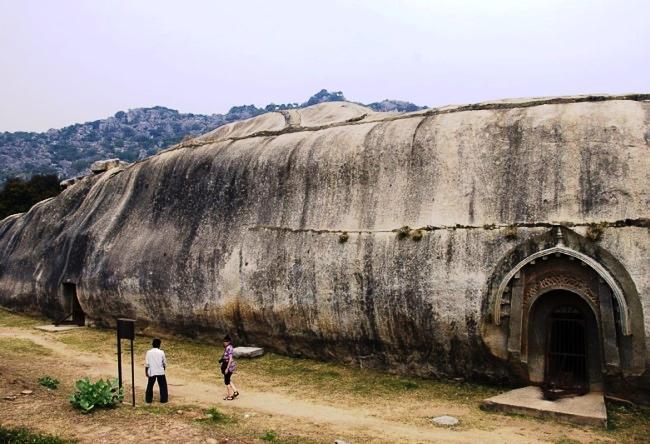 Скалистые пещеры Барабар 3