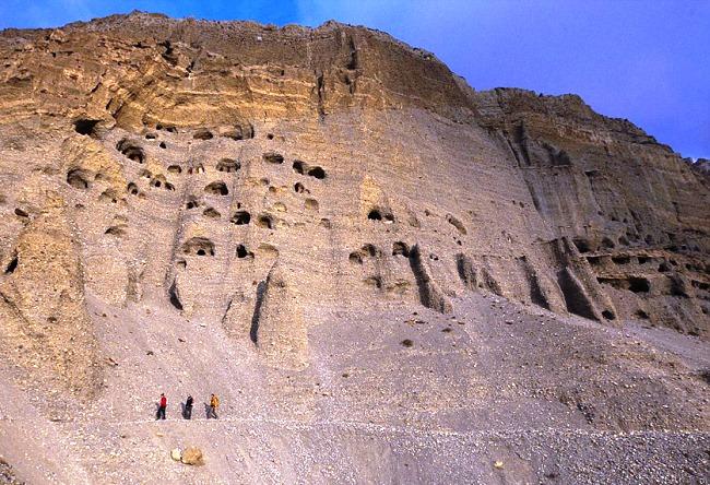 Необычные пещеры в гималайских горах