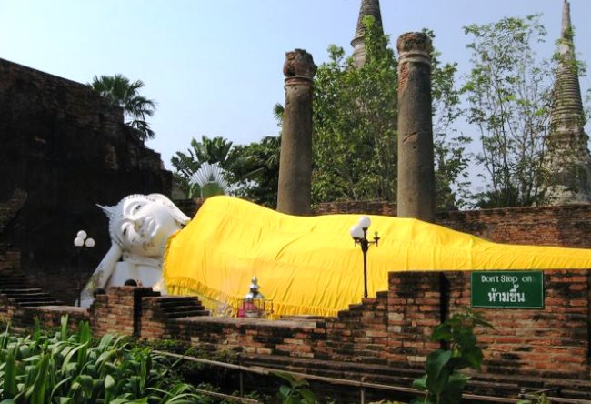 The tombs in the ancient Ayutthaya 4