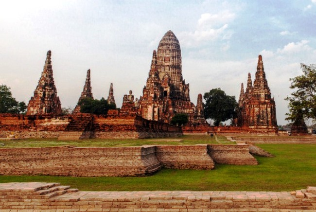 The tombs in the ancient Ayutthaya 5