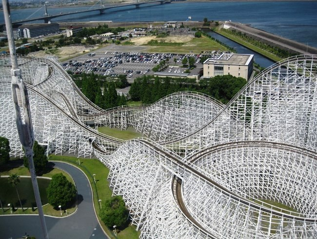 White cyclone attraction  Russian mountains in Japan 4