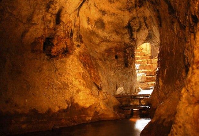Jerusalem the Siloam Tunnel 5
