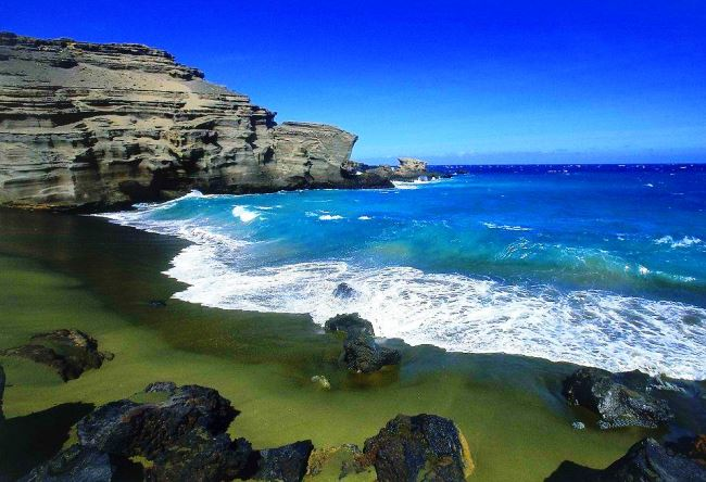 Papakolea is a beach with green sand 2