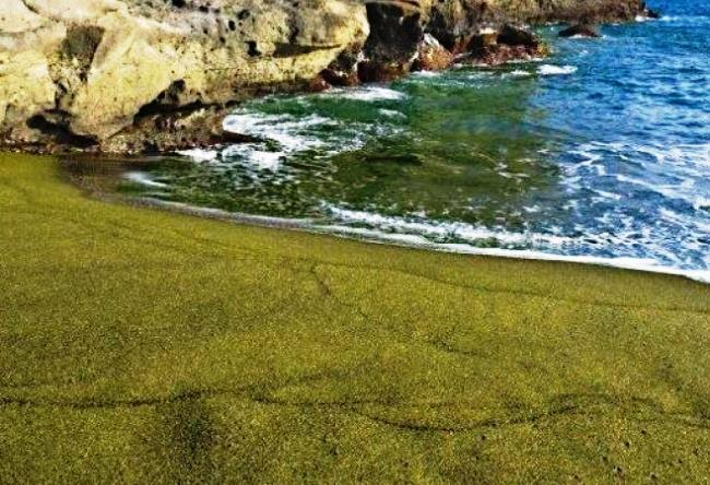 Papakolea is a beach with green sand 3