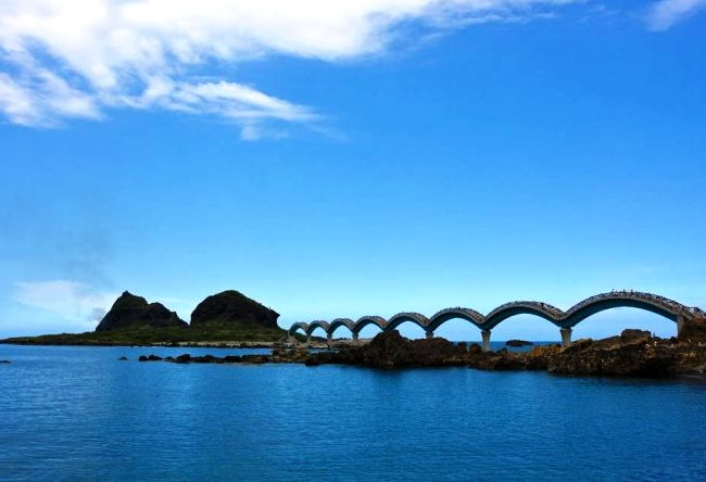 Dragon Bridge on the beautiful island 4