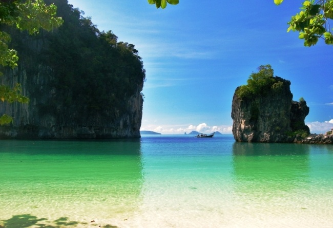 On a visit to Varan Koh Hong island 04