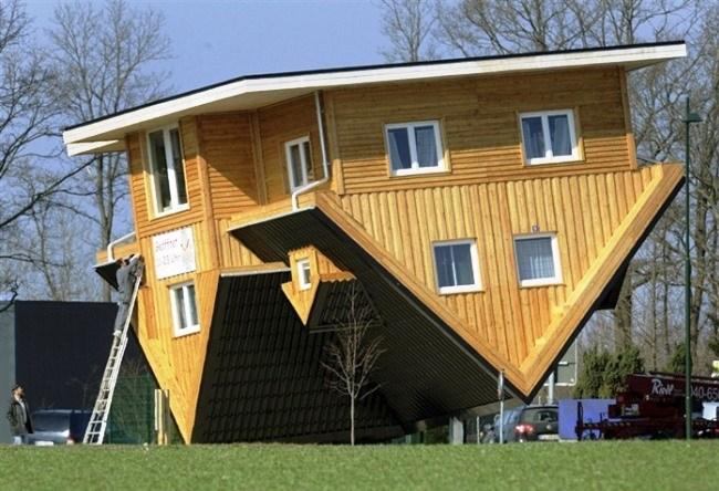 Upside down house in Hamburg 2