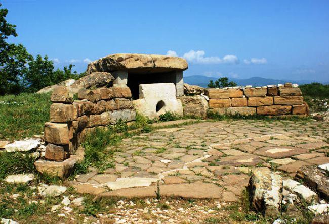 Mount Nexis dolmens 2