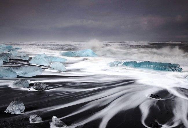 Ekyulsaurloun Lake is Glacier lagoon in Iceland 2