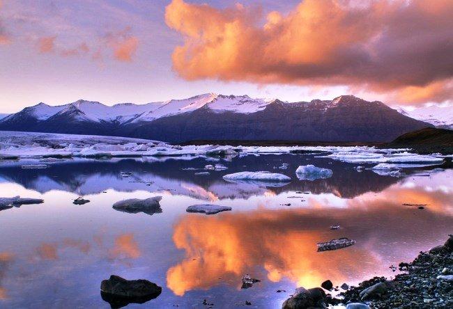 Ekyulsaurloun Lake is Glacier lagoon in Iceland 4
