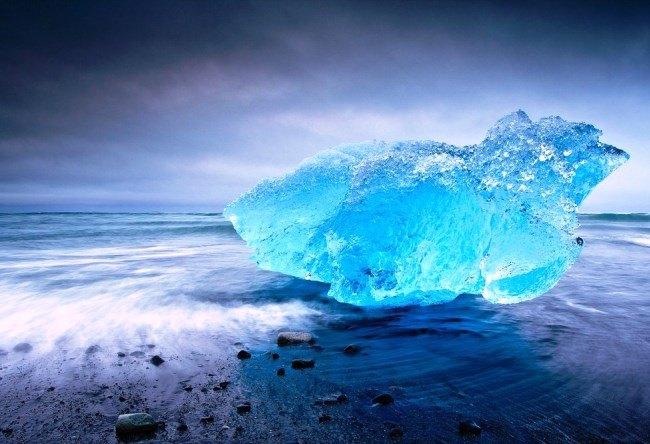 Ekyulsaurloun Lake is Glacier lagoon in Iceland 5