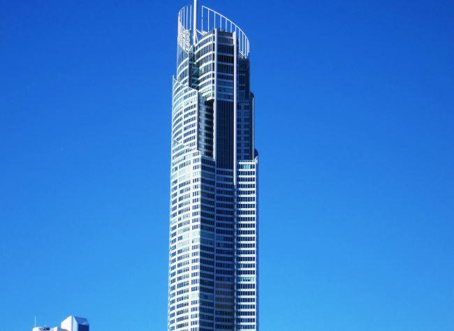 Жилой небоскреб Q1