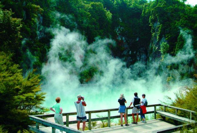 Долина Роторуа в царстве горячих фонтанов