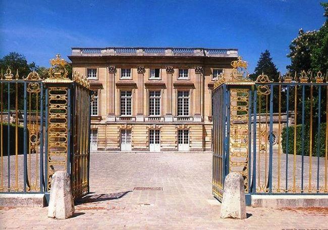 Уникальный шедевр архитектуры Франции - Фарфоровый Трианон
