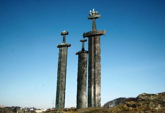 Символ мира и спокойствия – мечи в камне в городе Ставангер