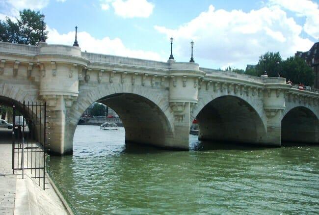 Новый мост один из самых старых во Франции