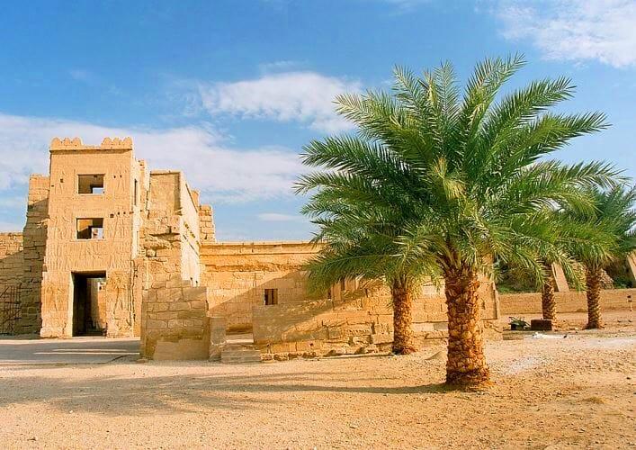 Памятники Африки храм Мединет Абу в Луксоре 3