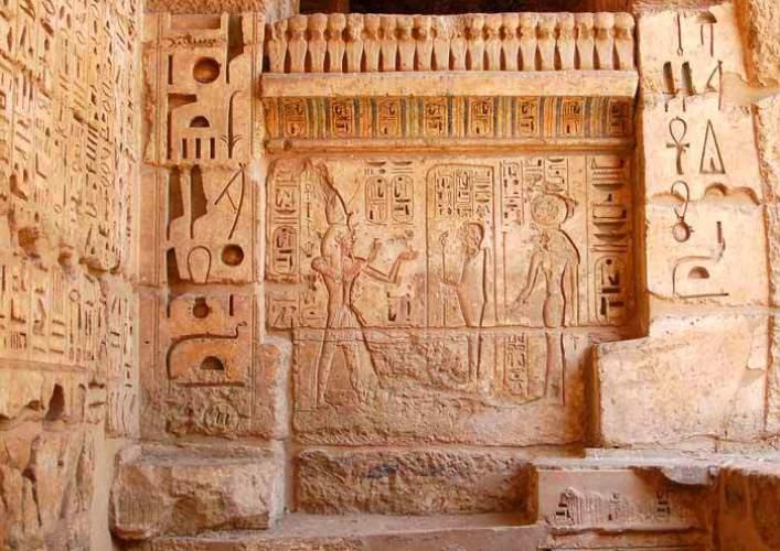 Памятники Африки храм Мединет Абу в Луксоре 5