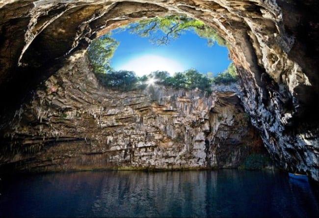 Одно из чудес света – пещера Мелиссина