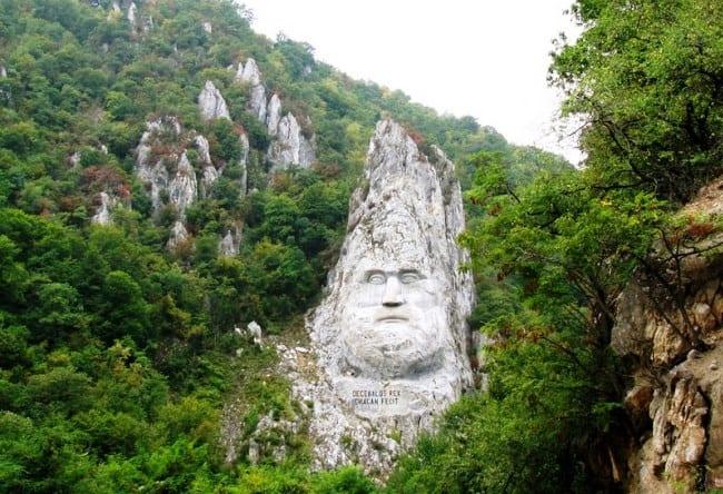 Памятник самого большого размера статуя Децебала 4 1528.ев