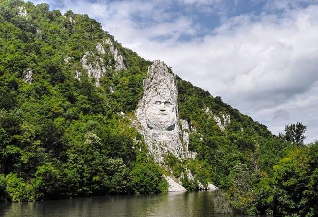 Памятник самого большого размера статуя Децебала 5 1528.ев
