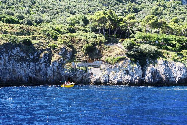 Голубой грот на острове Капри
