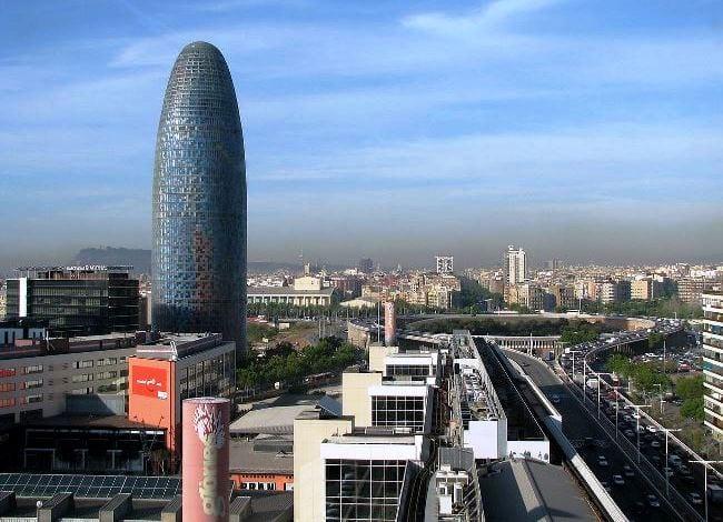 Тридцати четырех этажный небоскреб Торре Агбар – строение в стиле Hi-Tech