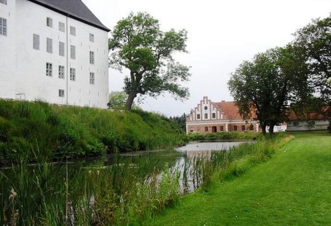 Самый посещаемый привидениями замок Дании  Драгсхолм 4