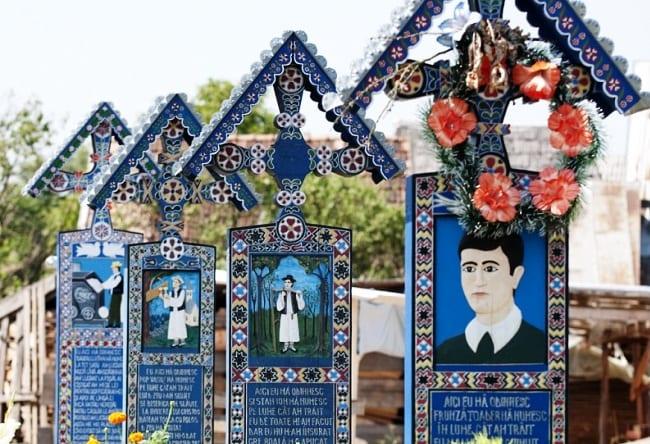 Веселое кладбище в селе Сэпынца
