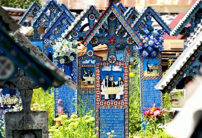 Веселое кладбище в селе Сэпынца 4