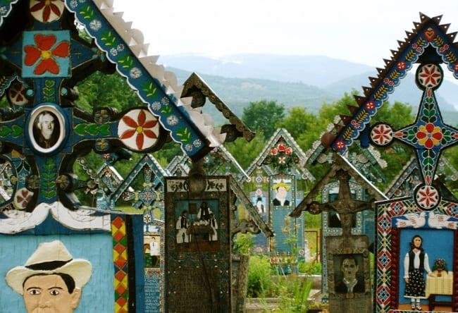 Веселое кладбище в селе Сэпынца 5