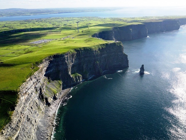 The main attraction of Ireland Cliffs of Moher 3