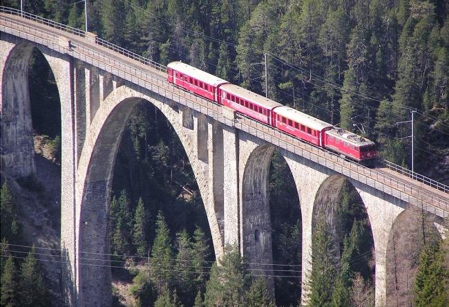 Rhaetian Railway 3