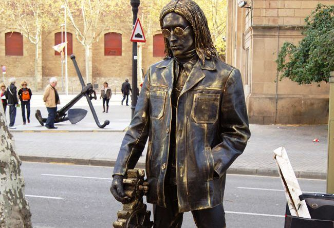 Living statues in Barcelona 3
